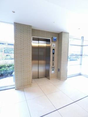 エレベーター付き!荷物の多い日や疲れた日でも、2階までラクラク上がれます☆