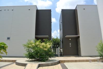 グリーンライン「日吉本町」駅より徒歩9分!築浅のテラスハウスです☆小学校や中学校が近くてお子様のいるファミリーさんに嬉しい立地です♪