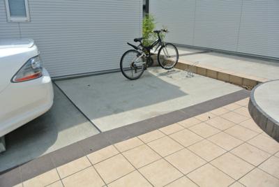 敷地内に駐輪場があります!自転車はちょっとした移動手段に便利ですよね♪