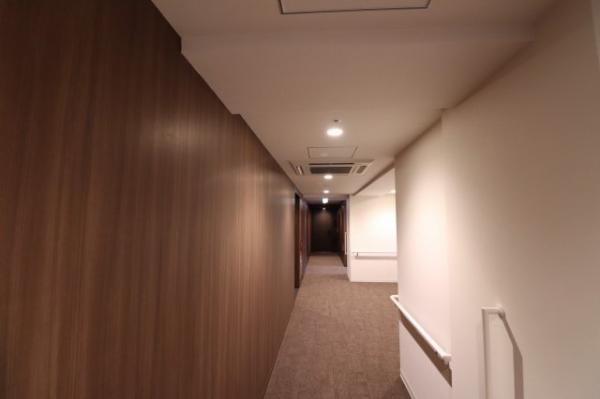 【共用廊下】エアコン完備の内廊下仕様です!!