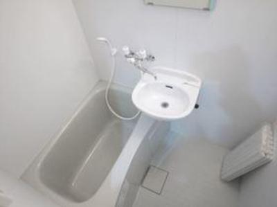 FERIO谷中公園のコンパクトで使いやすいお風呂です☆