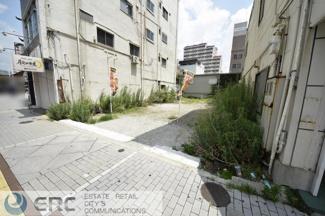 駅近の約48坪の建築条件無の売土地です♪ 近隣商業施設や病院等が密集している立地です♪