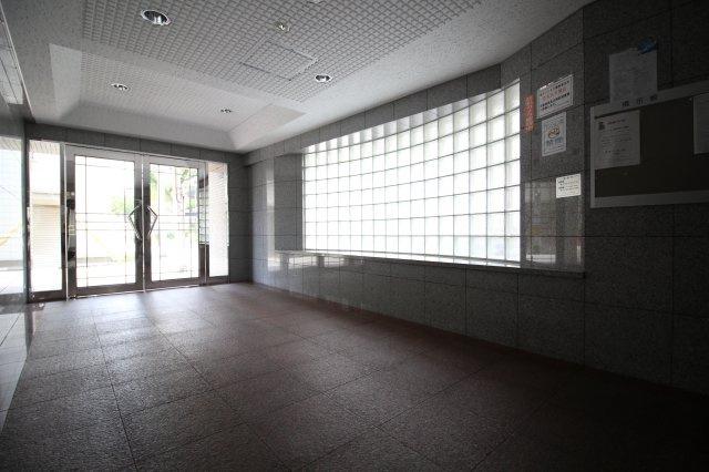 【エントランス】ワコーレ青木プレイス