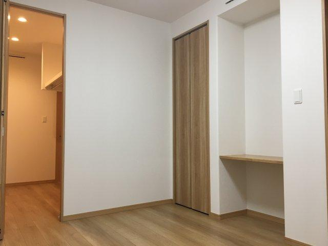 主寝室は6.2帖の洋室です。他に4.5帖の洋室が2部屋ありますよ。