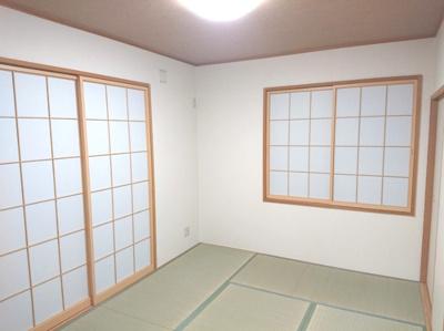 リビングと併せて開放的な空間としても、プライベート空間としてもお使いいただける便利な一室です。