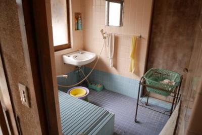 【浴室】津山市西新町 中古住宅6K
