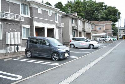 敷地内駐車場空き有り。