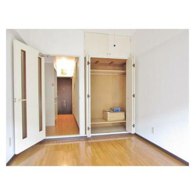 新宿グリーンハイツの洋室