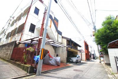 周辺には京町屋が点在する町並み。住宅用地や、店舗用地など様々な用途で利用できる売り土地です!