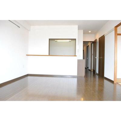 シャトーカネジン新検見川の洋室