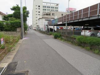 千葉市中央区鶴沢町 新築戸建 京成千葉線千葉中央駅 前面広々6m公道、南側は駐車場の為日当たりも良好です♪