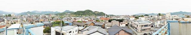 屋上から市内が一望できます。
