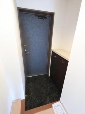 玄関スペースです。 シューズボックスもついています。