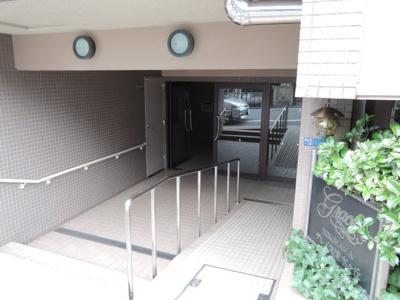 京急本線「南太田」駅徒歩8分、ブルーライン「吉野町」駅徒歩13分。 通勤時間の短縮でご家族と過ごす時間を増やす事が出来ます。