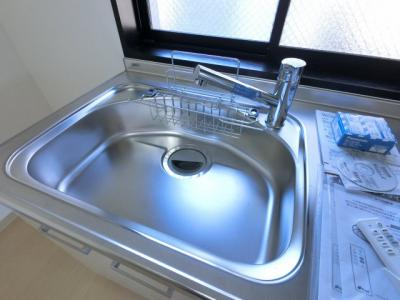 キッチンシンクスペースです。 ストレスになりがちな毎日の洗い物も広々としていますので楽々できます。