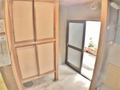 門扉から玄関までの通路