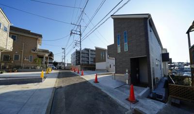 【前面道路含む現地写真】保土ヶ谷区仏向町 全3棟新築戸建【成約】