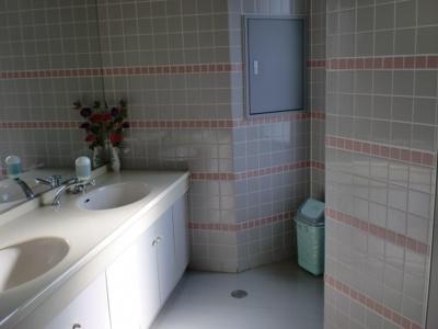 倉敷川西町RGB(倉敷市川西町 賃貸事務所)各階にトイレがあるので楽チン♪