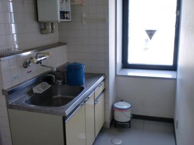倉敷川西町RGB(倉敷市川西町 賃貸事務所)各階に給湯あります☆
