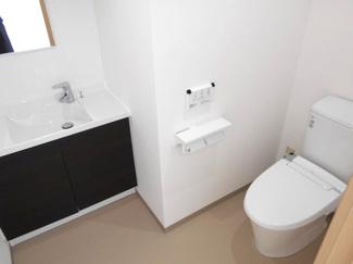 洗面台付の女子トイレです
