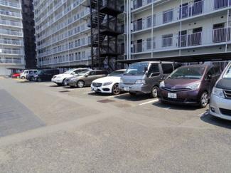 敷地内駐車場。