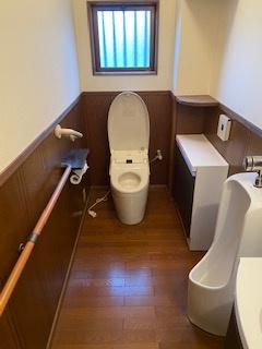 広々としたトイレ!手すり付き♪