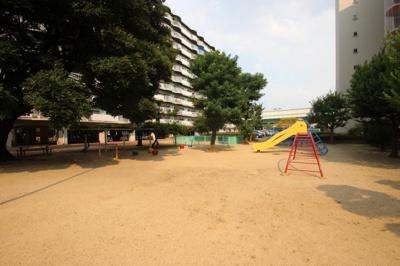 マンション周辺には、ちょっとした遊具のある公園が何ヶ所かありましたよ♪