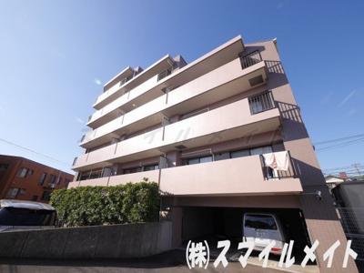 閑静な住宅地妙蓮寺に立地する重厚感のあるマンションです