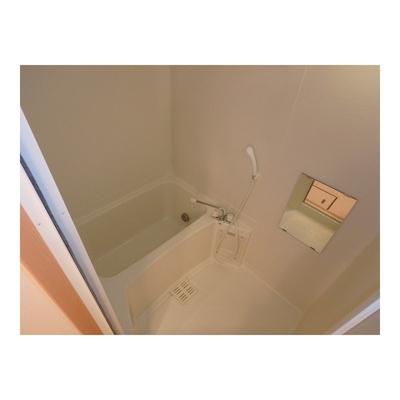 ※イメージ(反転タイプになります) きれいなお風呂です