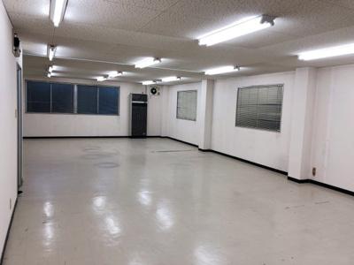 【内装】阪神高速「堺インター」出入口からすぐ! 約30坪の広々事務所 3階