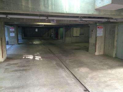 地下駐車場完備
