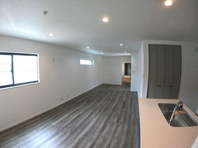 【施工例】実際に建築したお家のリビングになります。 これだけ広いとゆっくりくつろげそうですね♪ モデルもございますのでいつでもご連絡ください♪