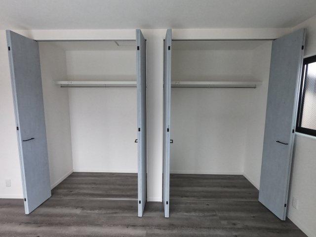 【施工例】実際に建築したお家の収納部分になります。 収納部分が大きいと片づけも楽で急な来客にも対応しやすいですね♪