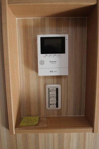 【施工例】実際に建築した設備の写真です。 ニッチの中にインターフォンやスイッチなどを入れ込むこともできます♪