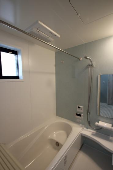【施工例】実際に建築したお家の浴室になります。 浴室が広いと日々の疲れをしっかりと癒してくれそうですね♪