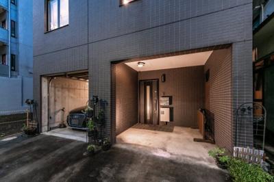 【外観】インナーガレージのある家。大塚駅徒歩3分!