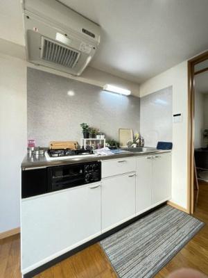 ロフトスペースとクローゼットのある南向き洋室6帖のお部屋です!お洋服やお荷物の多い方もお部屋が片付いて快適に過ごせますね♪