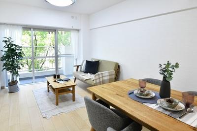 ■西面LDK+隣接洋室、間仕切りを 開放すれば計18.8畳のおもてなしスペースに