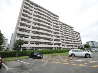 JR千早駅まで徒歩13分。イオンモール香椎浜にも徒歩でアクセスできる大型マンションです 駐車場空き有り(月3,000円)