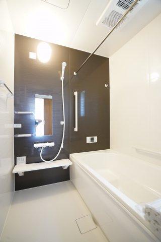 浴室暖房換気乾燥機つきで快適なお風呂タイムになりますね。