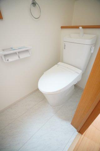 1、2階ともに温水洗浄便座です。