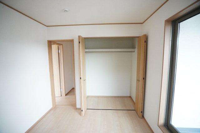 全居室に収納があるので各部屋お部屋が片付けられますね。