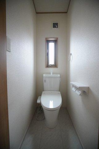 2階のトイレもあるので安心ですね。