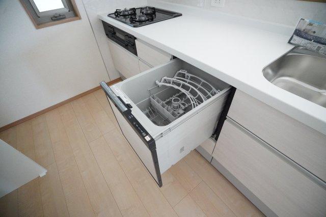 食洗機がついているので、洗い物がたくさんある時や忙しい時、日常使いにもあると便利で嬉しいですね。