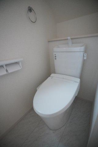 1階、2階とも温水洗浄便座で安心ですね。