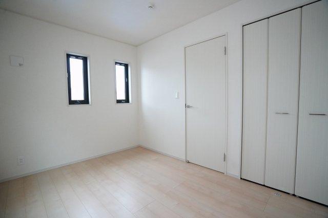 おしゃれな子供部屋です。ベッドやテーブルを置くとまた違った雰囲気が作れますね。どんな家具を置きましょうか。