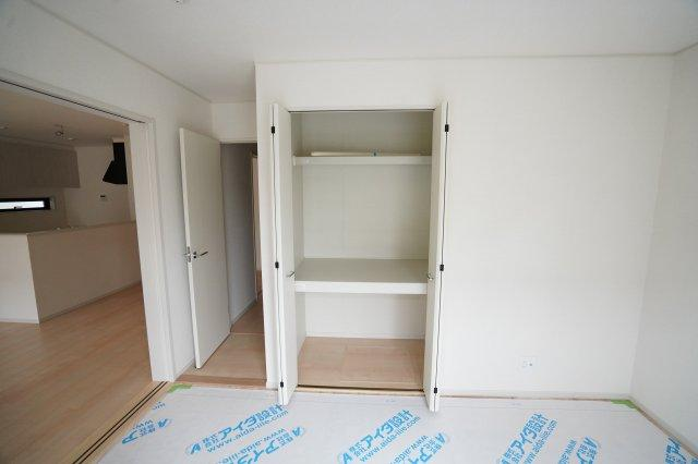 棚が2段ある収納はたくさん収納できますよ。