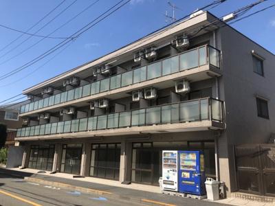 東急大井町線「上野毛」駅徒歩11分、東急田園都市線「用賀」駅徒歩16分です