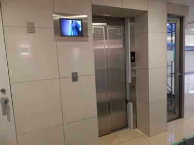 カメラ付きの安心・安全なエレベーターです!