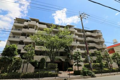 【現地写真】 鉄筋コンクリート造の6階建♪ 駅近くの陽当たりの良いマンションとなっております♪